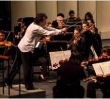"Denis Kolobov, ""Dirigiendo Orquestas sinfónicas para Krishna"""