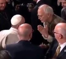 Líderes de ISKCON en encuentro interreligioso junto al Papa Francisco.