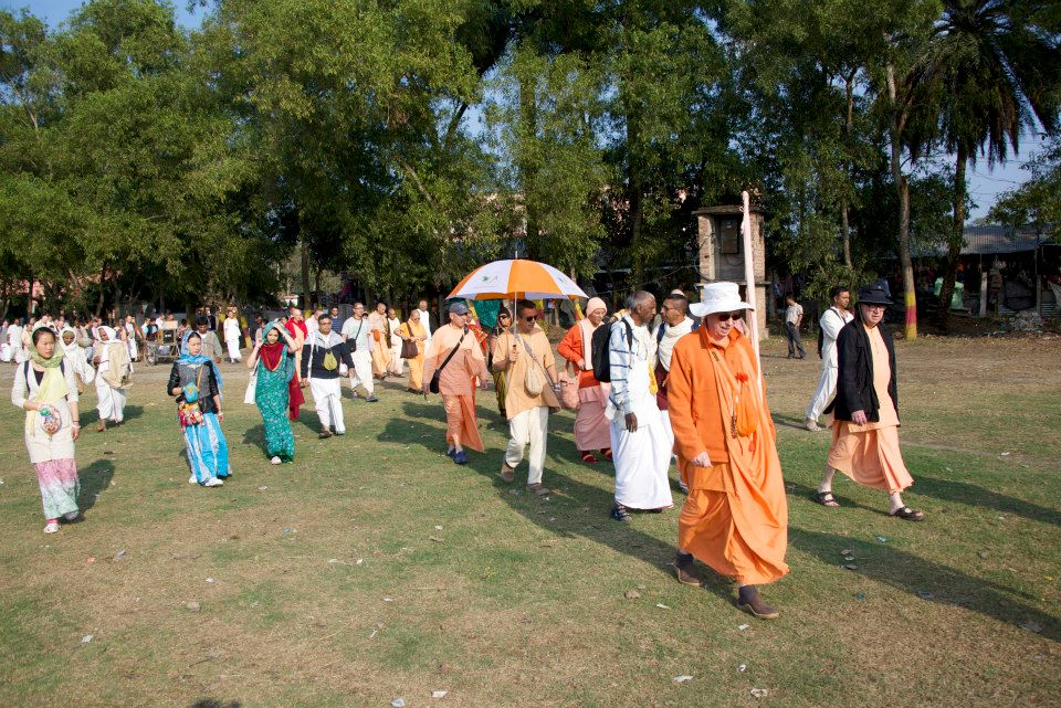Su Santidad Bhakti Caitanya Swami, liderando el peregrinaje.