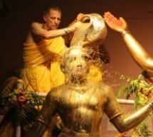 El Baño trascendental del Señor y sus asociados… Sri Panca Tattwa mahabhiseka, Sridham Mayapur 2014