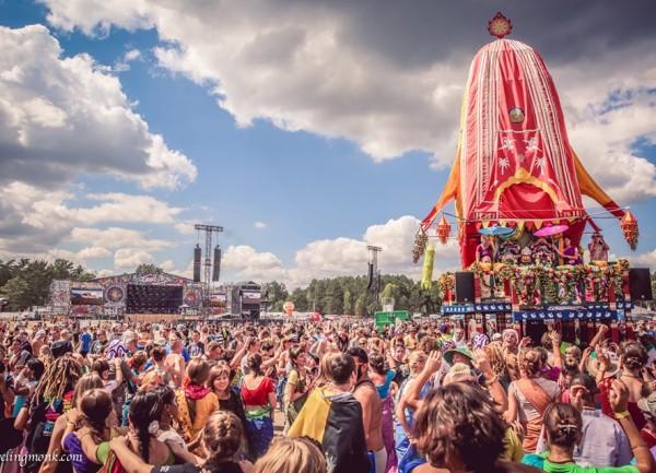 Ratha Yatra en el día de apertura del Festival Woodstock, Polonia