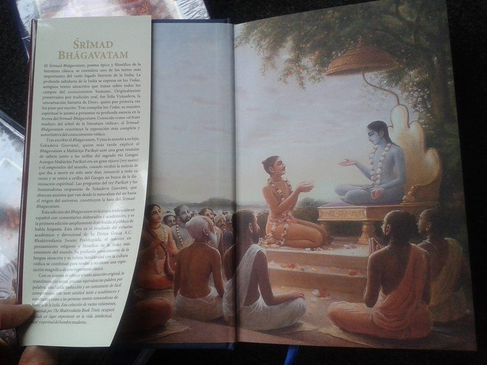 Sobre cubierta o Jacket del Srimad Bhagavatam con los comentarios de los catedráticos mundiales