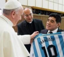 Diego Maradona fue la estrella del partido por la paz, organizado por el Papa Francisco