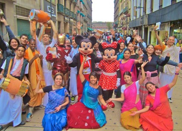VIDEO: MIkey, Minnie y Iron Man… en Harinam!