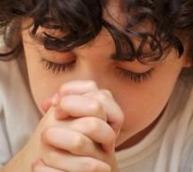Según una encuesta los latinos se alejan de la fe