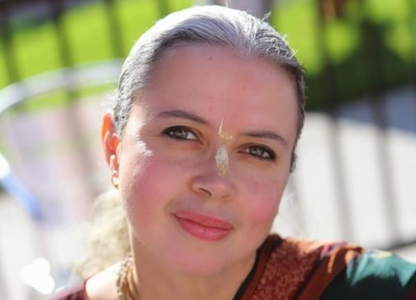 Entrevista en medios del mundo – CHATÚRIKA SAKHI – LA VIDA EN UN ASHRAM DE LOS ANGELES
