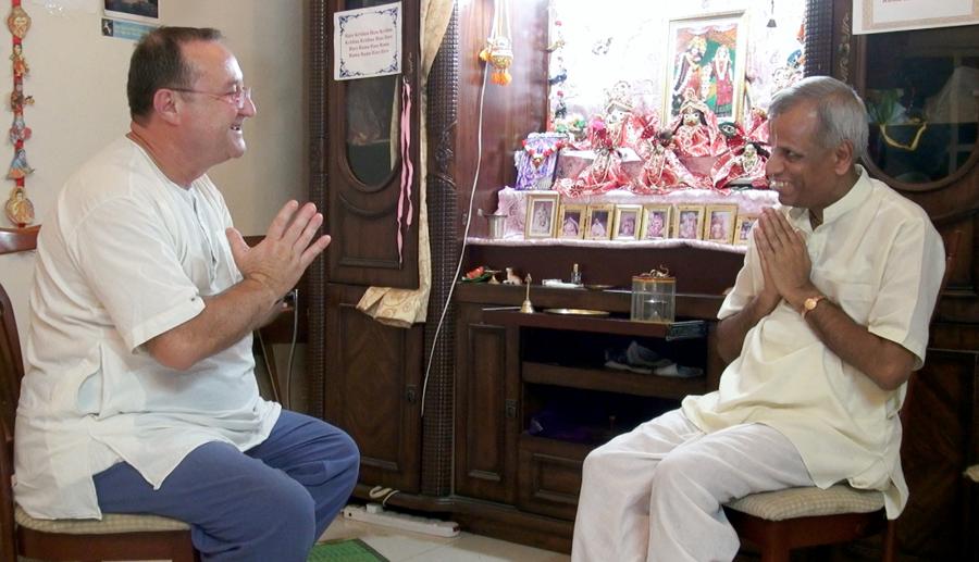 El cineasta francés Vasudeva Das, entrevista al líder de Bhakti Vriksa, Vijay Venu Gopal  das