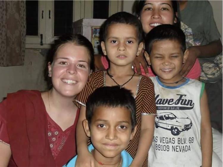 A Kayla le encantaba ayudar a los niños