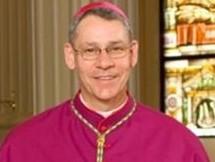 El Papa acepta Dimisión al Obispo de Kansas, EEUU. que protegió a un cura pedófilo