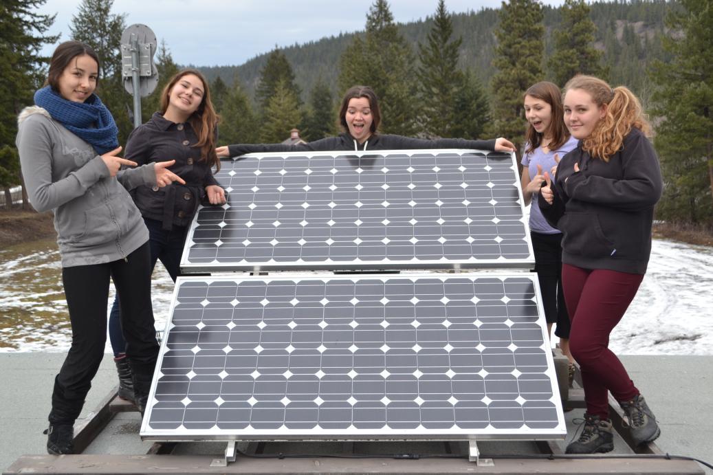 Estudiantes de la secundaria instalaron paneles solares