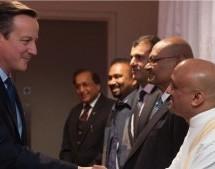 Líderes de ISKCON reunidos con los Primeros Ministros de Gran Bretaña e India.