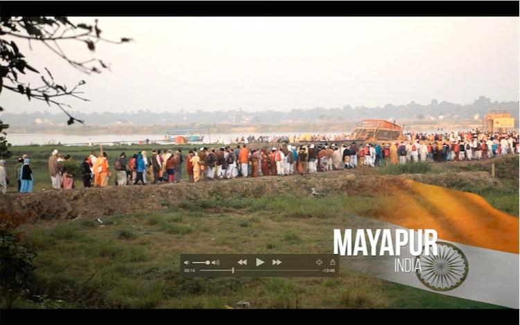 La apertura de la escena en Sri Mayapur dham
