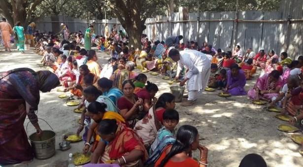 Alimento para 50.000 en el festival de Shantipur