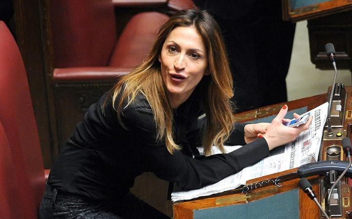 Elvira Savino, diputada autora del proyecto de ley que dará cárcel a los padres que alimenten mal a sus hijos