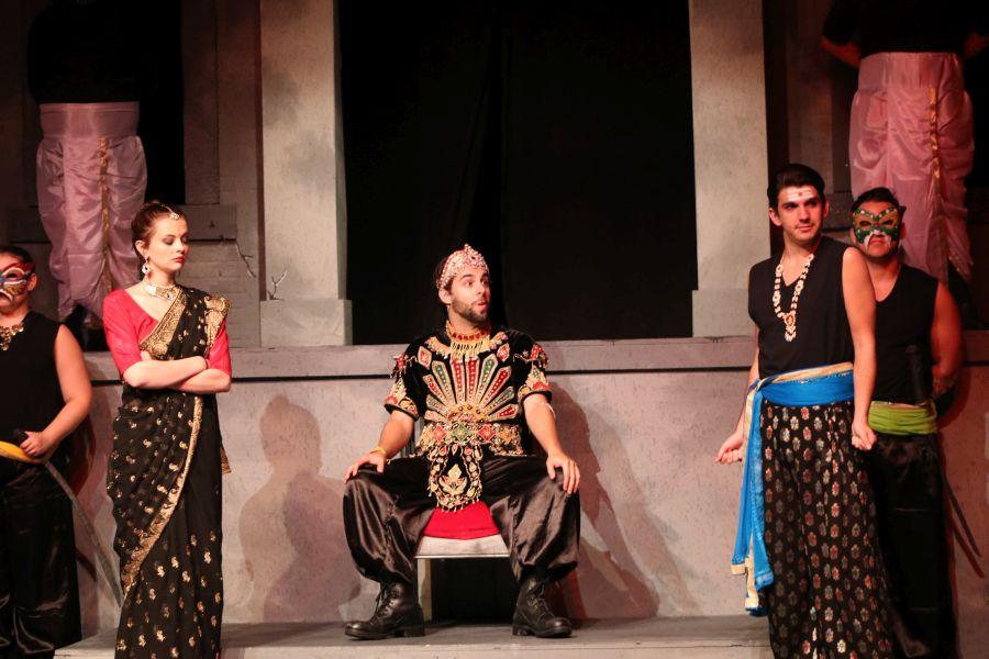 El malvado Ravana y Sita en su corte