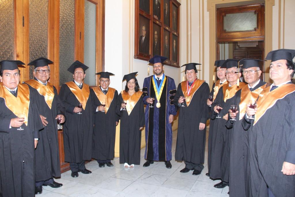 Bhadra Rupa das y los rectores de la Universidad