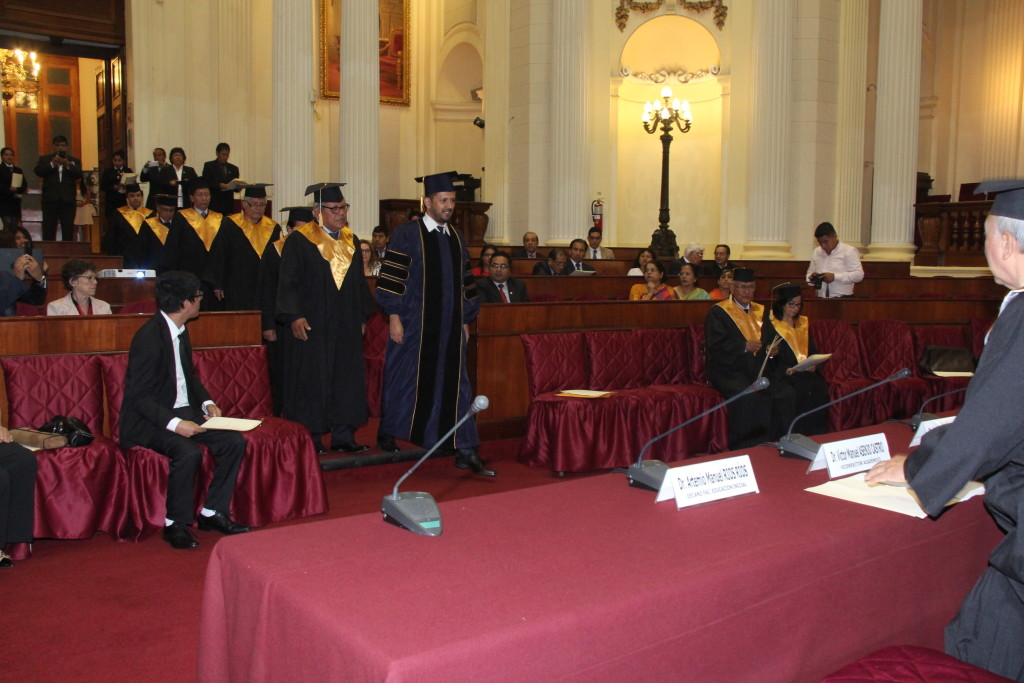 Badra rupa das entra en forma ceremonial