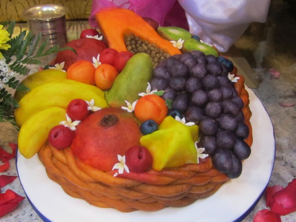 Torta de canasta de frutas para Radhastami